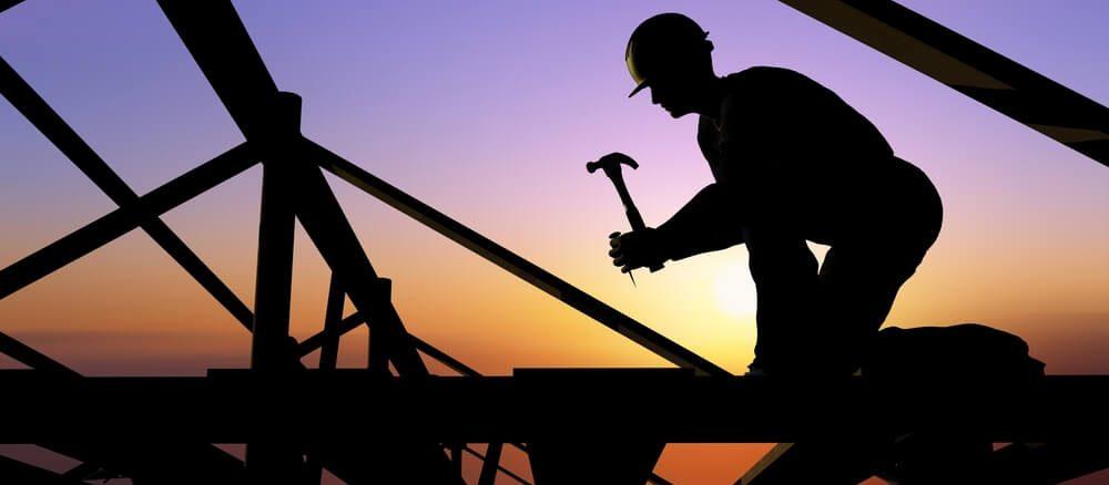 byggarbetare på hög höjd